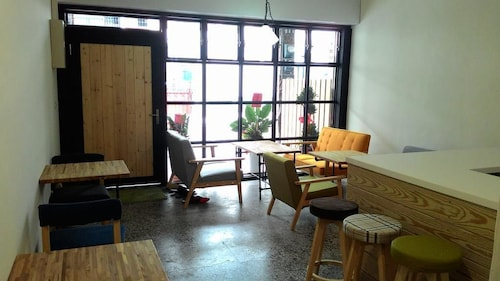 4 plus 57 Backpackers, Taitung