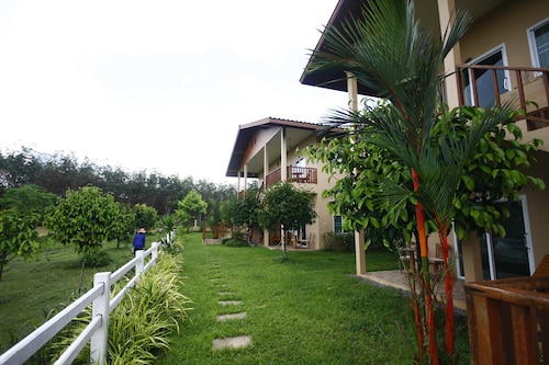 Our Eco Farm, Makham