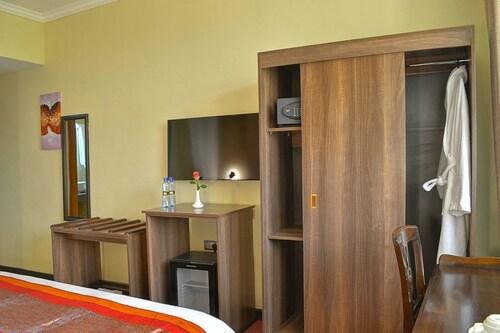 Grand Royal Swiss Hotel, Kisumu West