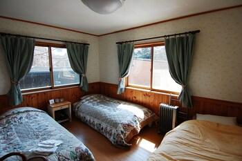 ツインルーム エクストラベッド付 共用バスルーム|ゲストハウスシャコンヌ軽井沢