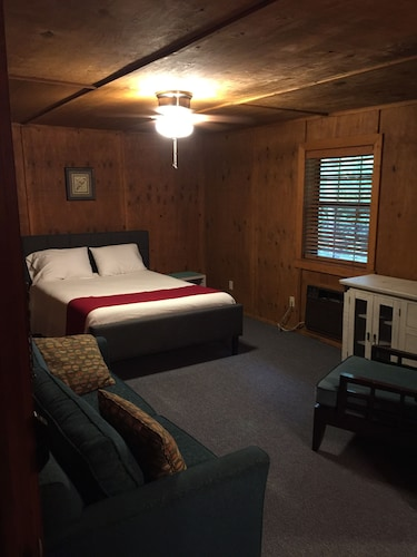 Sugar Creek Retreat, Benton