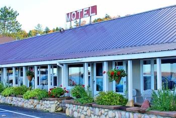 Sunset Motel On The Bay