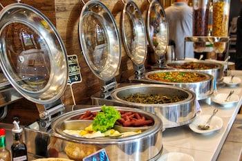 NEW DAWN HOTEL PLUS Breakfast buffet