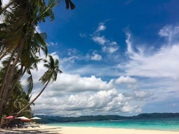 CRIMSON RESORT & SPA BORACAY Beach