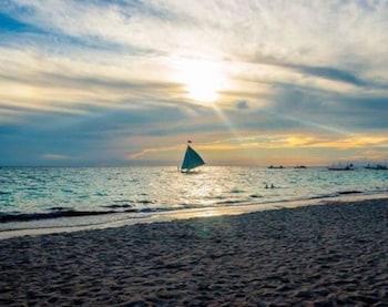 CRIMSON RESORT & SPA BORACAY Beach