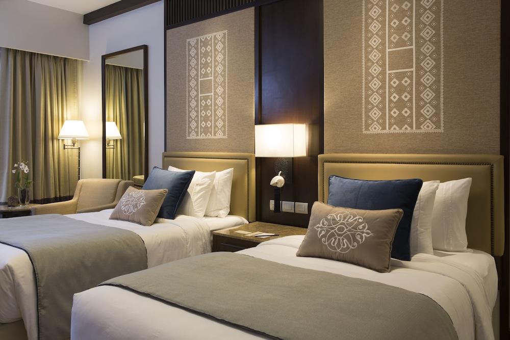 https://i.travelapi.com/hotels/20000000/19890000/19887500/19887489/237800d1_z.jpg
