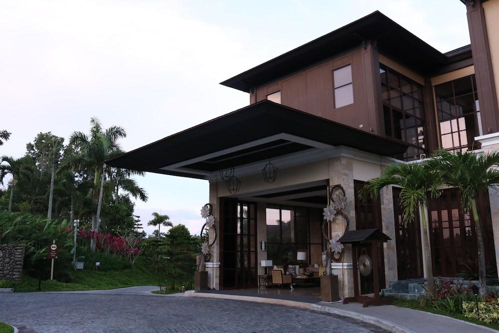 https://i.travelapi.com/hotels/20000000/19890000/19887500/19887489/37555382_z.jpg