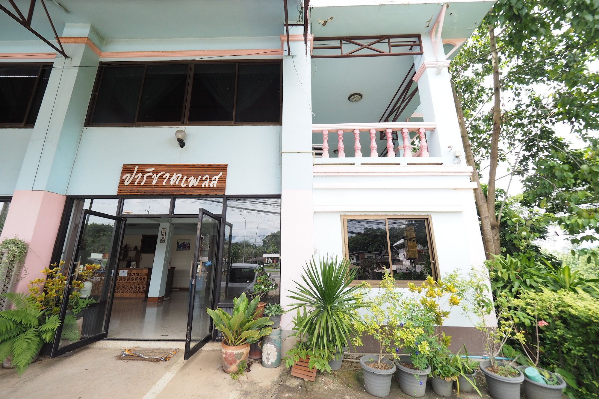 Parichart Place, Pua