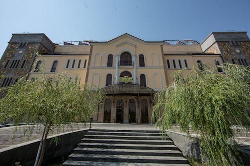 Caucasus Hotel