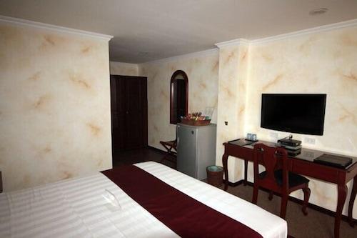 Hotel Royal Amsterdam, Mabalacat