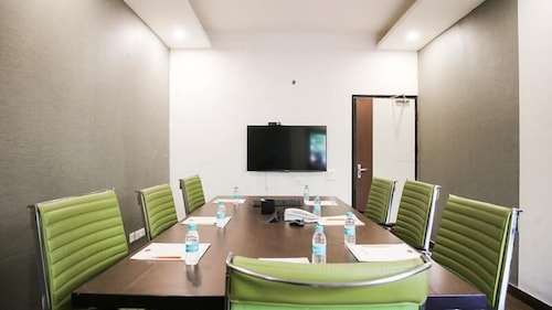 Hotel La Suite Gurugram, West