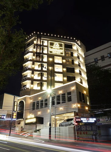 Hotel Londoner, Suyeong