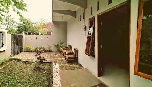 Adikarta Guesthouse Janti, Bantul
