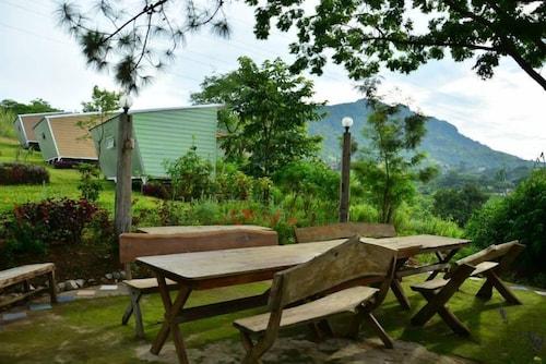 . Red Z Cool Mountain Resort