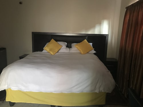 Essence of Africa Guesthouse, Windhoek West