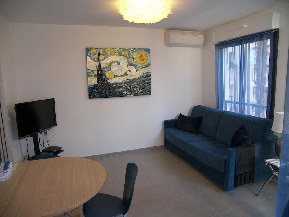 Deluxe 2-bedroom apartment Palais Nastia