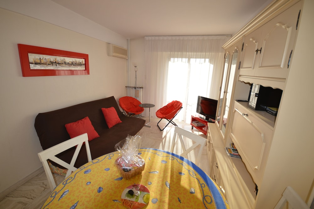 Central and well equipped one-bedroom flat Marie Antoinette