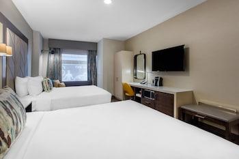 Guestroom at Cambria Hotel Philadelphia Downtown Center City in Philadelphia