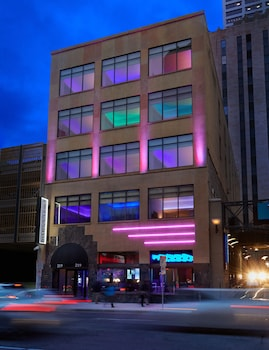 airport hotels near target field in minneapolis from 85 night rh room77 com hotels near target field minneapolis mn hotels near target field minneapolis mn