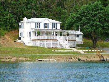 A Exquisite River Paradise - 3 Br home