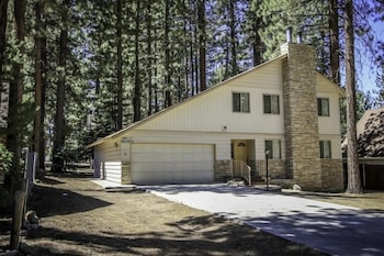Sky Krest - 3 Br home by RedAwning