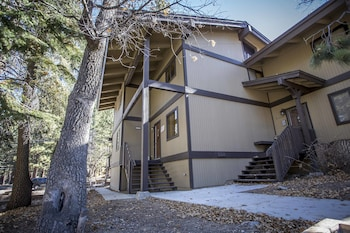 Ski In Ski Out - 2 Br condo by RedAwning