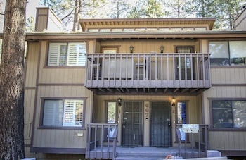 Snow Summit Getaway - 3 Br home by RedAwning