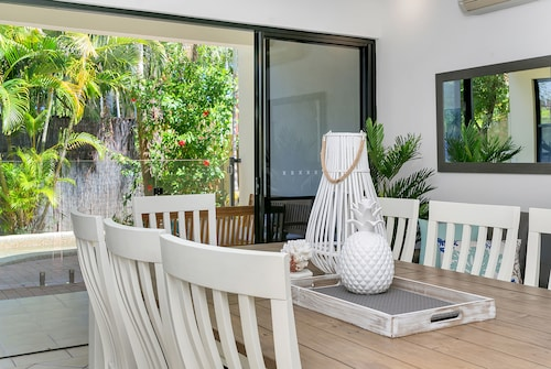 Palm Cove Retreat, Cairns - Northern Suburbs