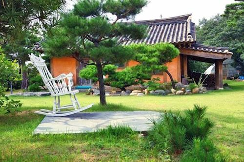 Ganghwado Manisan Healing Pension, Ganghwa