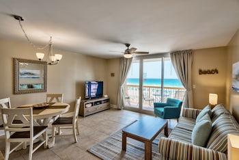Pelican Beach Resort by Colasan