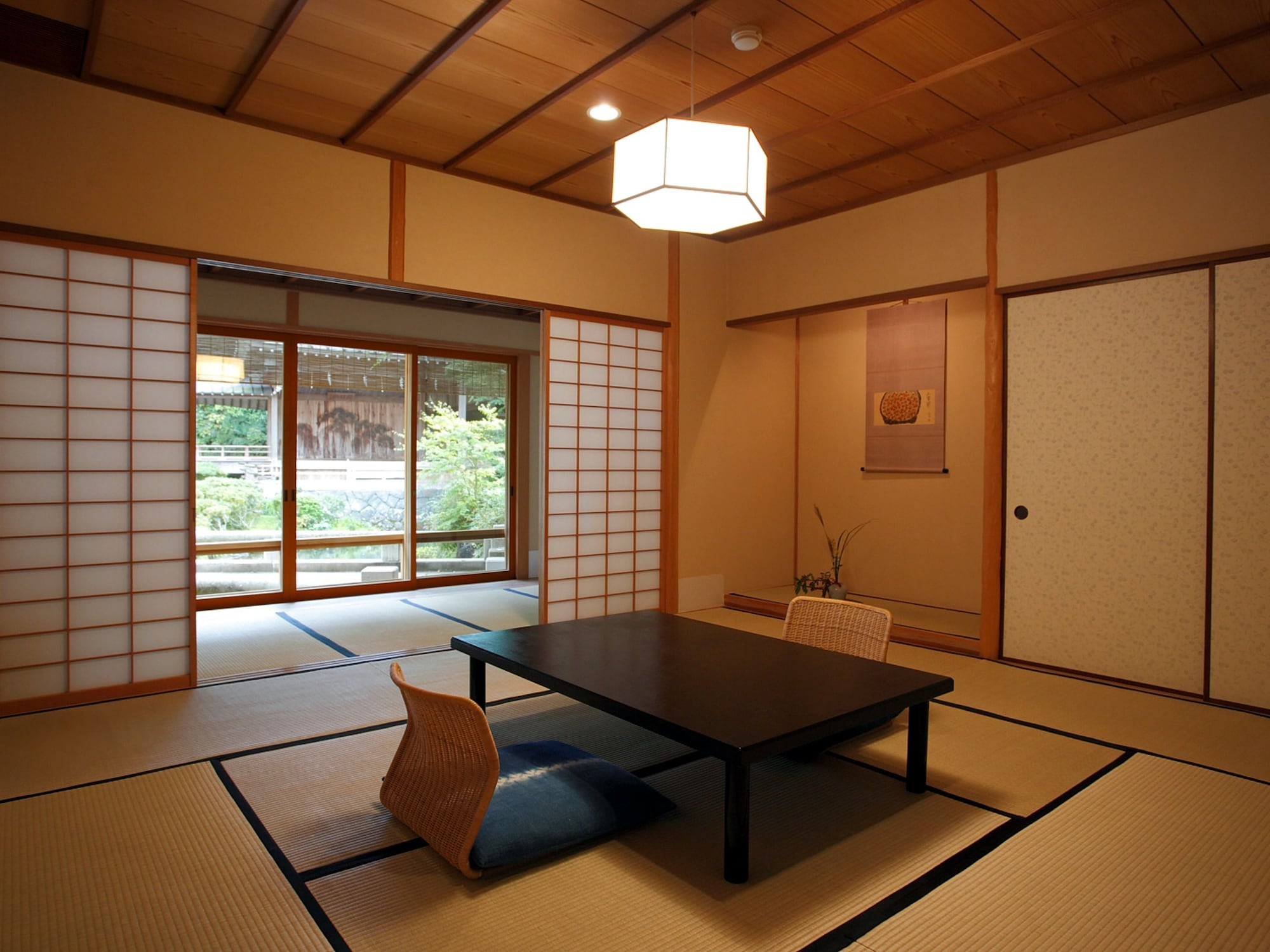 "Standard Tatami Room, Pond View ""OUT-BATH"""