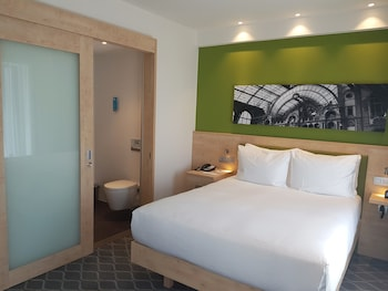 Hampton by Hilton Antwerp Central Station