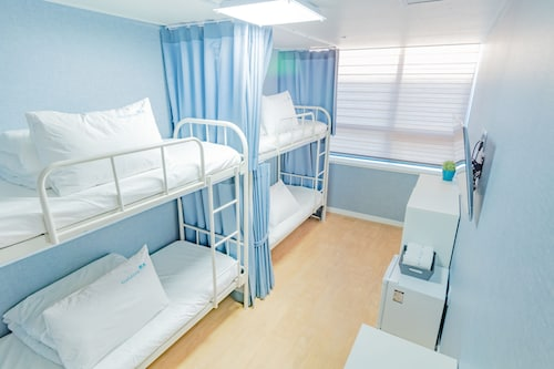 Roadhouse Shinchon - Hostel, Seodaemun