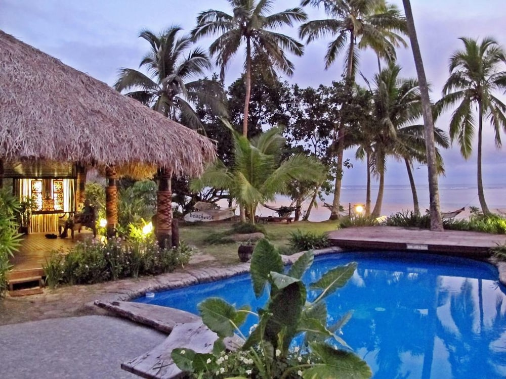 https://i.travelapi.com/hotels/21000000/20020000/20013300/20013263/f6a182c8_z.jpg