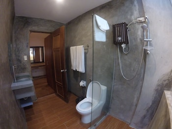 VILLAS BY ECO HOTEL BATANGAS Bathroom