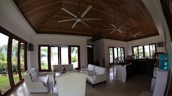 VILLAS BY ECO HOTEL BATANGAS Living Area