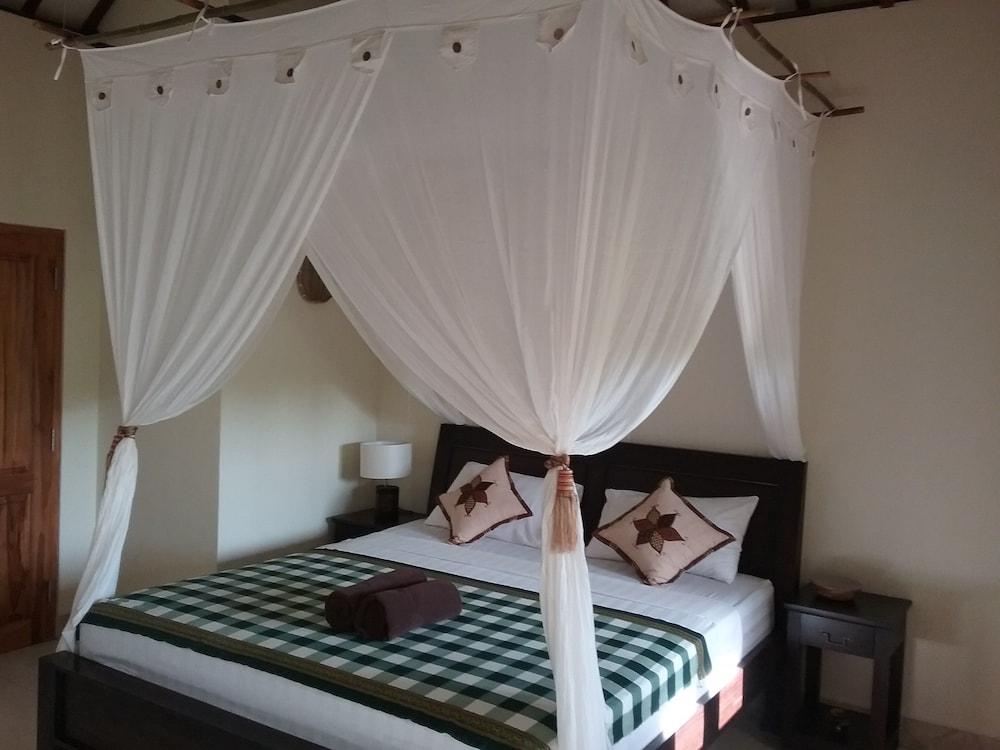 https://i.travelapi.com/hotels/21000000/20020000/20018100/20018016/39b2f621_z.jpg