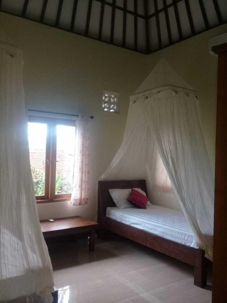 https://i.travelapi.com/hotels/21000000/20020000/20018100/20018016/aebb0061_z.jpg