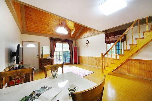 Gyeongpo Starry Love Song House Pension, Gangneung