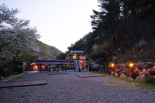 Yangpyeong Son's Rock Pension, Hongcheon