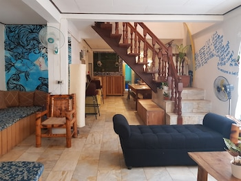 GO SURFARI HOUSE Interior