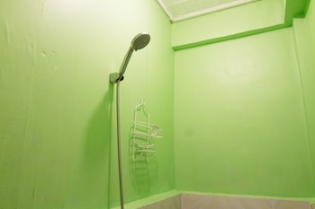 GO SURFARI HOUSE Bathroom Shower