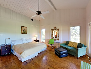 Lake Austin Home - 3 Br home by RedAwning