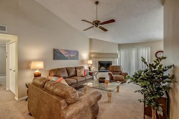 Mescal - 4 Br home by RedAwning