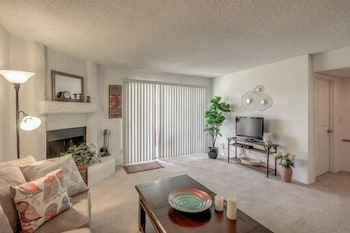 Broadway #19 - 2 Br condo by RedAwning