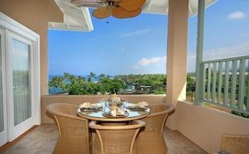 2-302 The Beach Villas at Kahaluu - 2 Br condo by RedAwning
