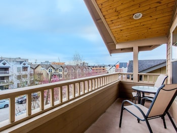 4415 West Seattle Townhome - 3 Br townhouse by RedAwning