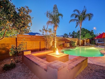 Cactus Acres - 4 Br home by RedAwning