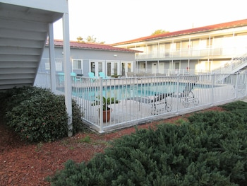 Oak Shores Condos- Short Walk to Beach