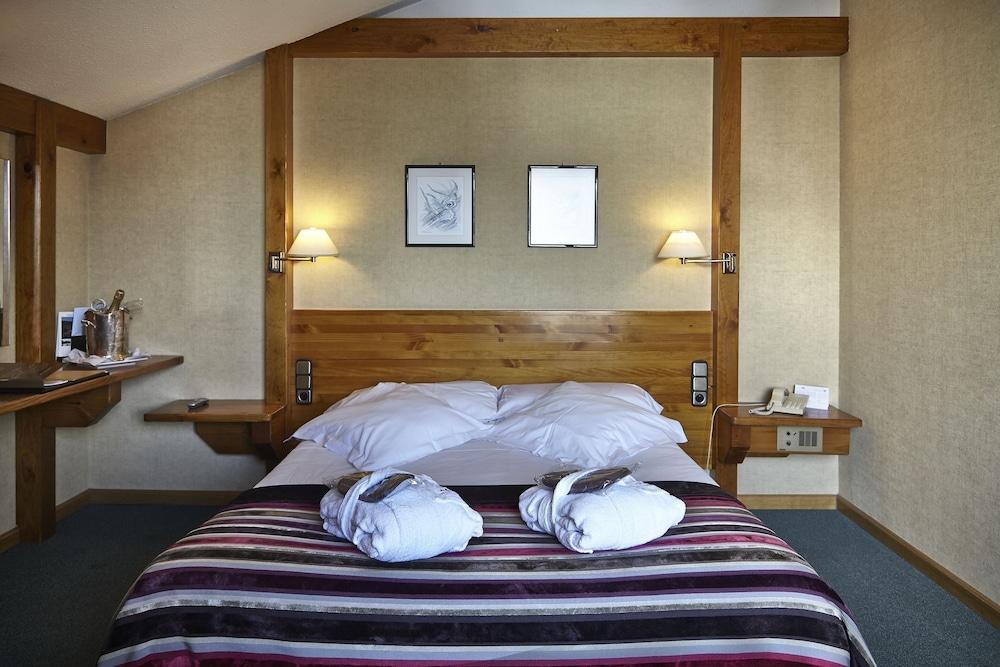 https://i.travelapi.com/hotels/21000000/20070000/20063900/20063880/0322a491_z.jpg